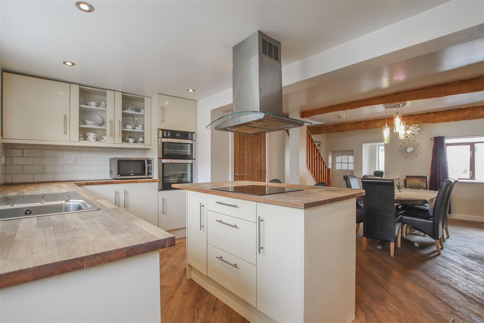 4 Bedroom Farmhouse For Sale - Main Image